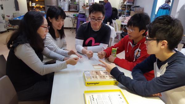 於新年的時候舉辦了一次cafe活動,學員和義工們進行棋類活動、打遊戲機、度過了愉快的一天。