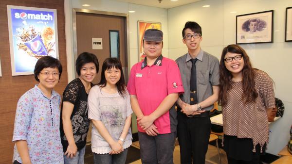 職業治療師、心理學家、社工到KFC給予在職支援。