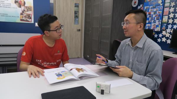 心理學家為學員進行有關執行功能的評估。